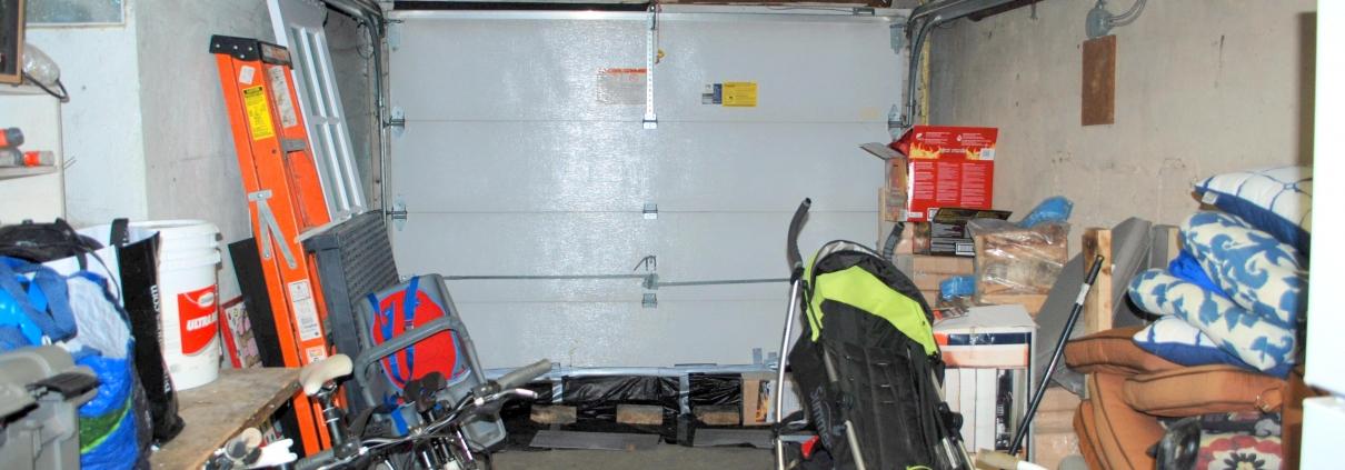 """7 Clutter-Busting Garage Storage Solutions"" - Espace Garage Plus"