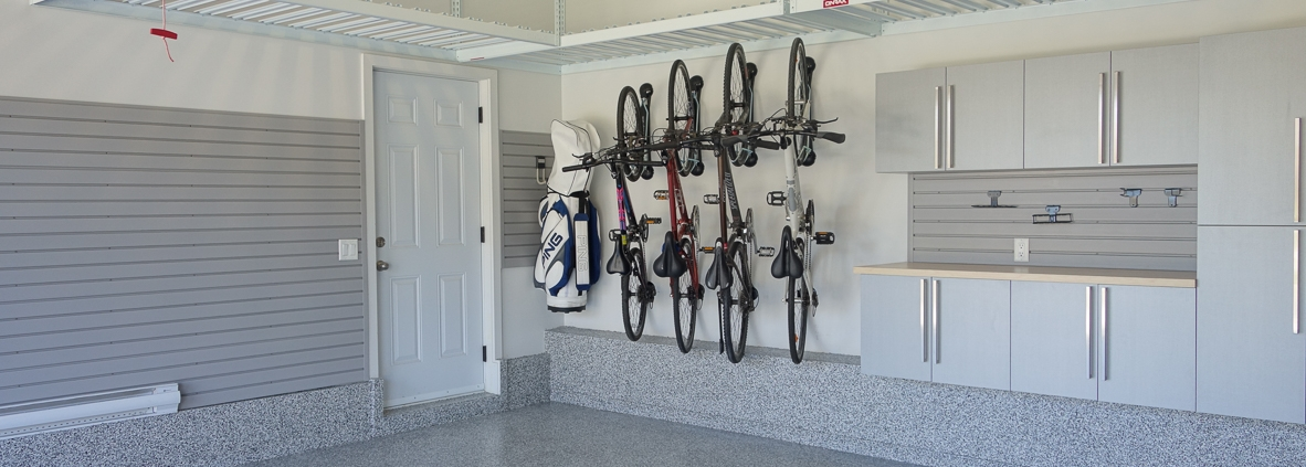 """How to efficiently store your bikes in the garage"" - Espace Garage Plus"